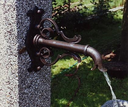 /media/products/Wasserspeier/Bronzespeier.JPG