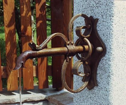 /media/products/Wasserspeier/Bronzespeier2.JPG